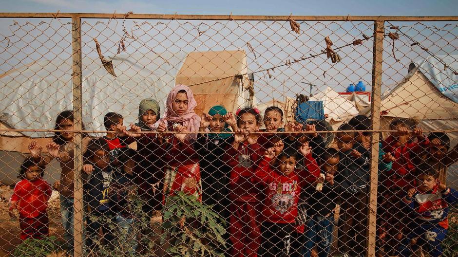 Kinder in einem syrischen Flüchtlingslager nahe der syrisch-türkischen Grenze