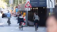 In Frankfurt gibt es viele gefährliche Situationen für Zweiräder im Straßenverkehr.