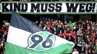 Ein Plakat der Hannoveraner Fans beim Spiel Hannover 96 gegen FC Augsburg am 10.03.2018.