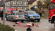 Volkmarsen: Einige Menschen sollen beim Karnevalsumzug durch einen Autofahrer verletzt worden sein.