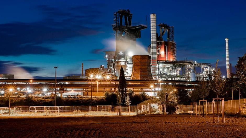 Wichtig für die deutsche Industrie: Hochöfen 9 und 8 von Thyssen-Krupp in Duisburg