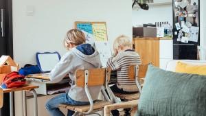 Lohnfortzahlung für Eltern wird nicht verlängert