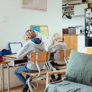 Unterricht zu Hause ist eine Herausforderung für die ganze Familie.