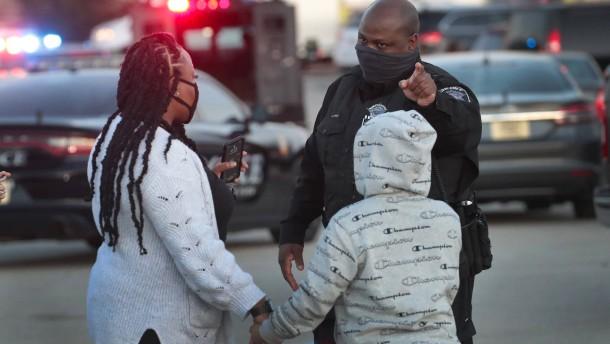 Acht Verletzte bei Schusswaffenangriff in Einkaufszentrum nahe Milwaukee