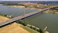 Muss neu gebaut werden: Die Rheinbrücke bei Leverkusen.