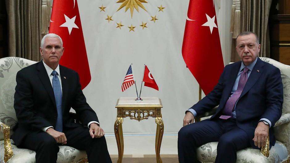 Der Vereinbarung des amerikanischen Vizepräsidenten Mike Pence und des türkischen Präsidenten Recep Tayyip Erdogan umfasst 13 Punkte.