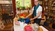 Zielsicher: Mit hochwertigen handgearbeiteten Schals aus Nepal will Martina Göbel Frauen aus Nepal eine Zukunft geben.