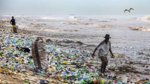 Menschen nehmen wöchentlich bis zu fünf Gramm Mikroplastik auf
