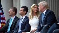 2014: Die Trump Söhne Donald Jr. und Eric (von links) zusammen mit Tochter Ivanka und Donald Trump in Washington.