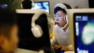 Unter Beobachtung: Nutzer in einem Internetcafe in China.