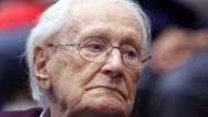 Rechtskräftig verurteilt: der frühere SS-Mann Oskar Gröning, hier im Juli 2015 vor der Urteilsverkündung in Lüneburg