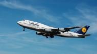 Ein Verbot der nationalen Flüge würde vor allem den Frankfurter Flughafen treffen. (Symbolbild)