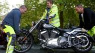 Das trifft die Rocker hart: In Erkrath wird ein Motorrad sichergestellt.