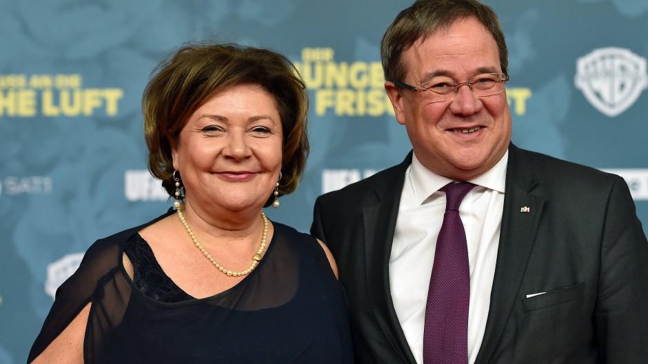 Schauen gern nach links und rechts - und manchmal auch nach vorne: Susanne und Armin Laschet