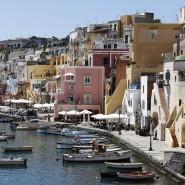 Fischerhafen Marina di Corricella auf der Insel Procida im Golf von Neapel