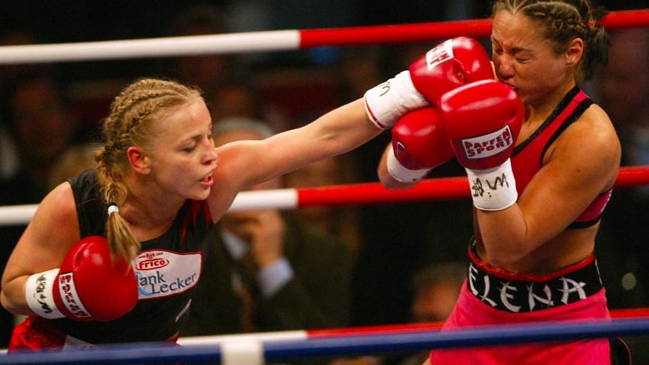 Regina Halmich (links) 2005 bei der WIBF Weltmeisterschaft