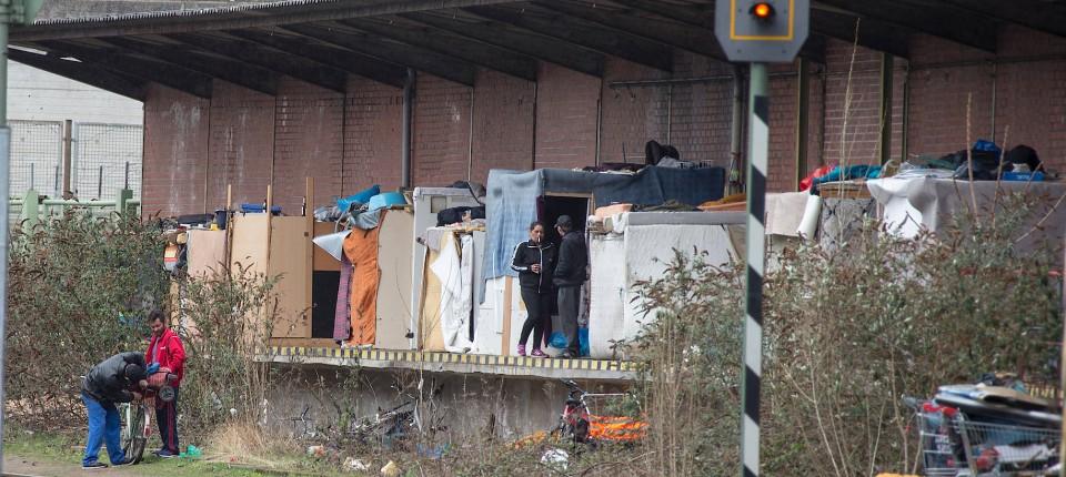 polizei r umt roma lager in frankfurt. Black Bedroom Furniture Sets. Home Design Ideas