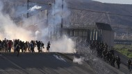 Mit Tränengas: Amerikanische Grenzpolizei geht gegen Migranten vor.