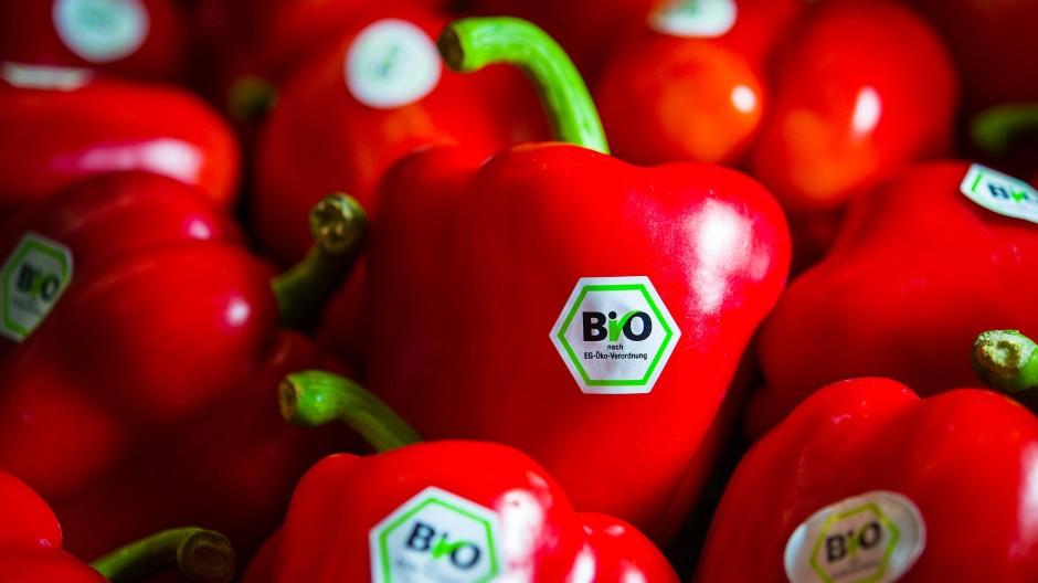 Viele Verbraucher verbinden mit einem Bio-Siegel nicht nur eine nachhaltigere Produktion, sondern auch eine höhere Qualität der Lebensmittel.