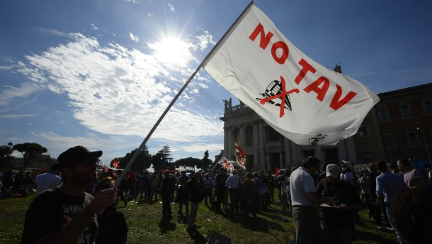 Italiener demonstrieren gegen Sparpolitik