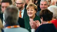 Viel Applaus, aber auch böse Zwischenrufe: Angela Merkel vor ihrem Auftritt bei der CDU-Regionalkonferenz in Heidelberg