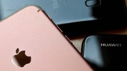 Handybesitzer zögern Neukauf immer länger hinaus