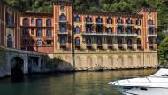 Villa mit Yacht in der Lombardei.