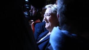 Front National triumphiert bei Regionalwahlen in Frankreich