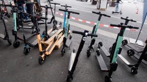Rollermikado auf dem Bürgersteig