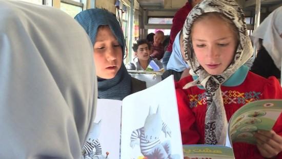 Bücherbus lässt Kinderaugen leuchten