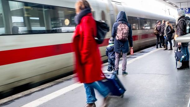 Regierung fordert Umbau der Deutschen Bahn