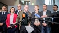 Die AfD-Fraktionsvorsitzenden Alexander Gauland und Alice Weidel (M) neben den stellvertretenden Fraktionsvorsitzenden der AfD Bundestagsfraktion, (l-r) Tino Chrupalla, Beatrix von Storch, Roland Hartwig, Leif-Erik Holm und Peter Felser.