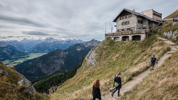 Berghütten öffnen schrittweise