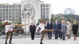 Prinz Charles und Camilla in Kuba angekommen