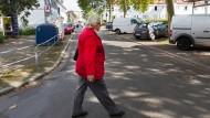 Genossin: Irene Steinhauer läuft durch ihren Bezirk, den Frankfurter Riederwald. Hier sitzt sie für die SPD im Ortsbeirat