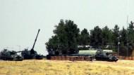 Türkische Truppen an der Grenze zu Syrien.