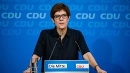 Kramp-Karrenbauer: Rücktritt Seehofers kein Thema für CDU