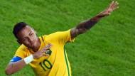 Abgeguckt: Neymar macht nach dem Sieg im olympischen Finale den Bolt.