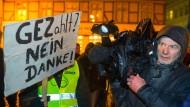 """Demo der islamkritischen Bewegung """"Mvgida"""" in Schwerin: Kritischer Journalismus oder doch """"Lügenpresse""""?"""
