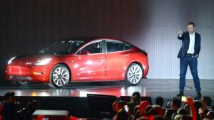 Tesla-Aktionäre halten zu Musk