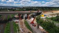Die Arbeiten an der Salzbachtalbrücke.