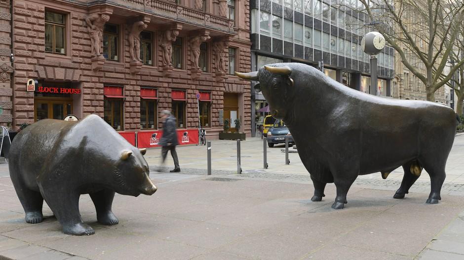 Frankfurter Skulpturen-Paar: Der Bär ist das Symbol für weniger schöne Zeiten an der Börse