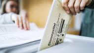 Auffällige Abweichungen: Mitglieder des Wahlausschusses fordern eine Neuauszählung der Stimmen aus fünf Frankfurter Stadtgebieten