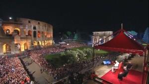 Katholiken feiern Kreuzwegsprozession