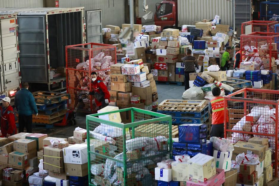 Da ist was los: im Paket-Sortierzentrum des Online-Händlers JD.com in Peking.