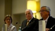 EU-Kommissionspräsident Jena-Claude Juncker würdigt die Verdienste des früheren Bundeskanzlers für Europa. Links auf dem Podium sitzt dessen Ehefrau Maike Richter-Kohl