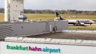 Geöffnet: Interessenten können sich für den Kauf des Flughafens Hahn bewerben.