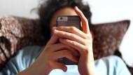 Wie stark wirken sich Tablet und Smartphone auf die Gesundheit von Kinder aus? Ein Kinderarzt klärt auf.