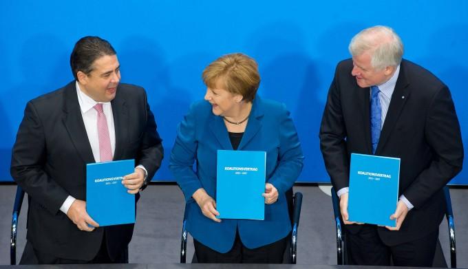 Vertrag mit Phrasen: Sigmar Gabriel (SPD), Angela Merkel (CDU) und Horst Seehofer (CSU) präsentieren am 16. Dezember 2013 ihren Koalitionsvertrag in Berlin