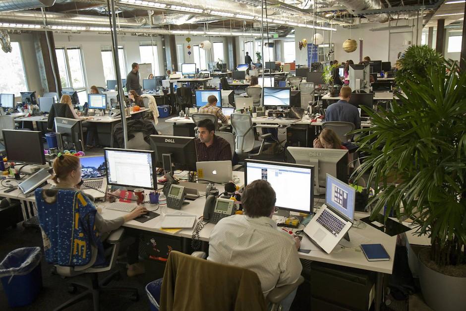 Euphemismen: das laute Großraumbüro wird zur Teamfläche.